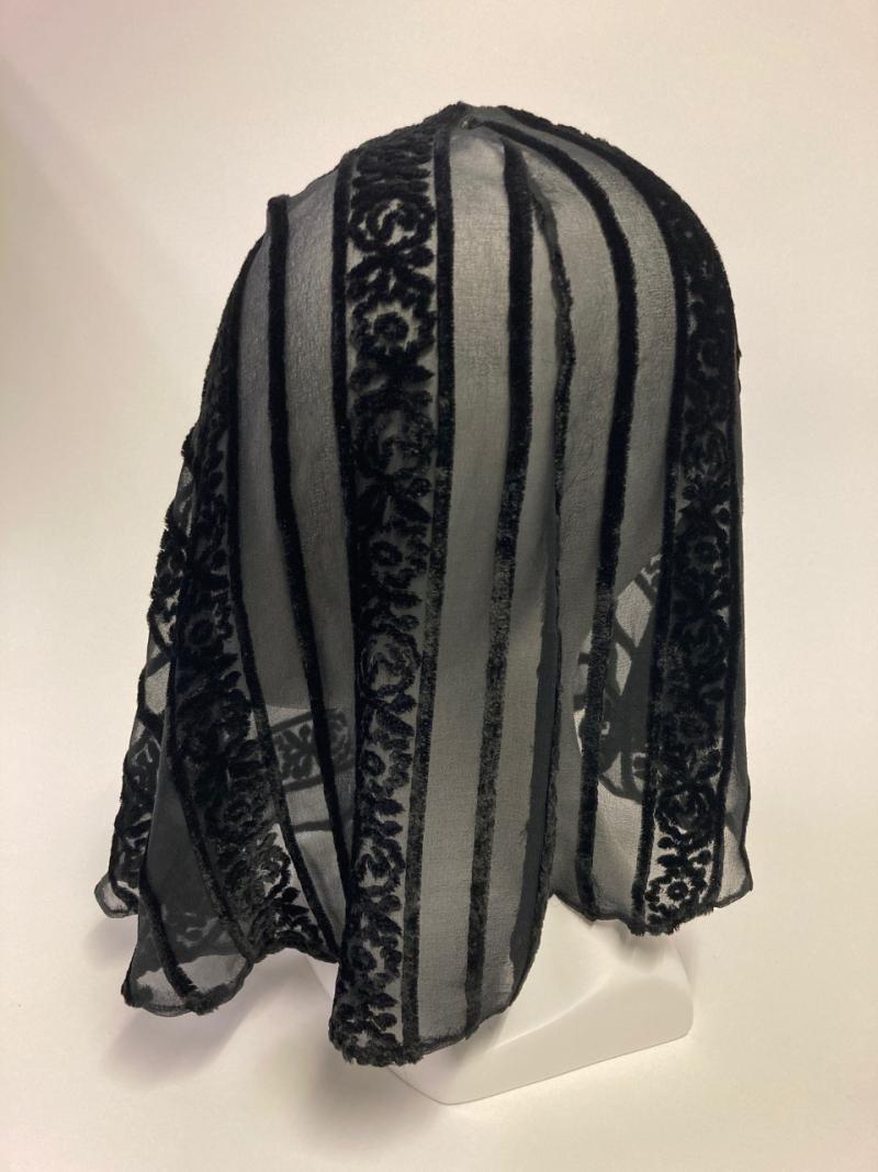 Head drape on head